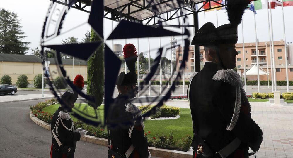Włoski karabinierzy w siedzibie NATO Defense College w Rzymie, Włochy