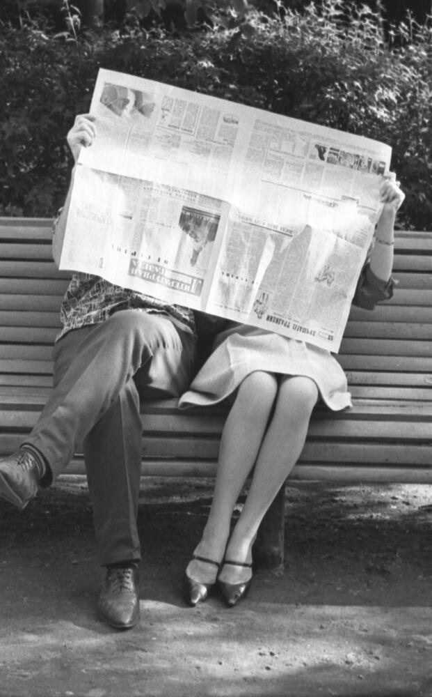 На скамейке в парке. Москва, 1964 год