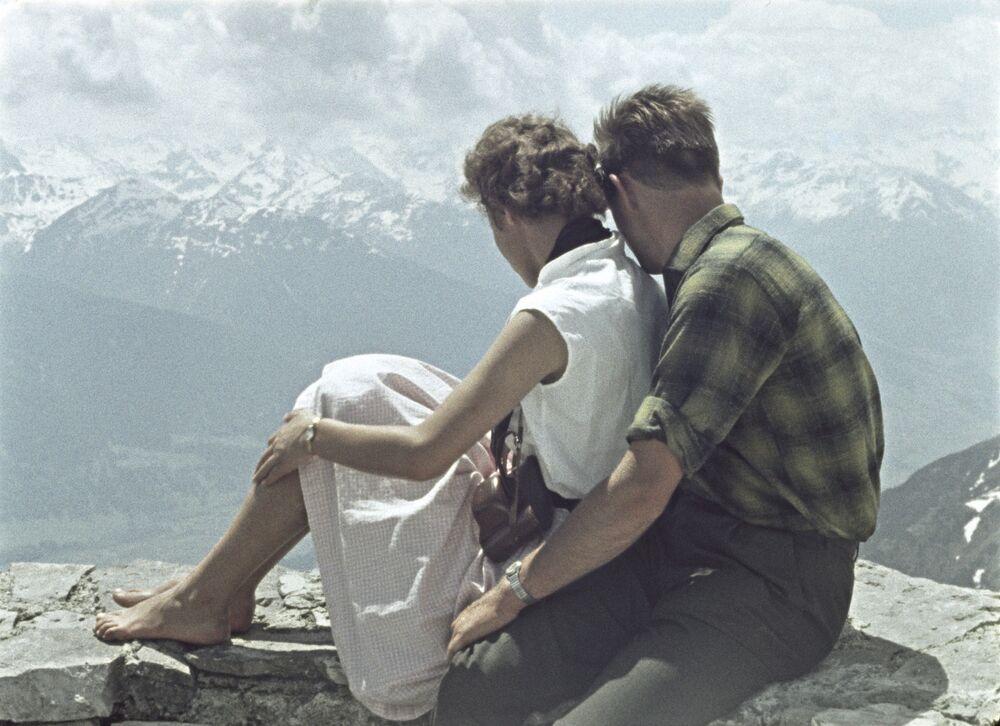 Кадр из документального фильма Гвоздики нужны влюбленным. 1964 год
