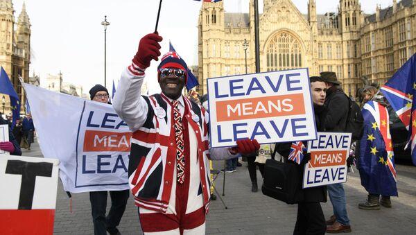 Uczestnicy akcji przeciwko Brexitowi w Londynie - Sputnik Polska
