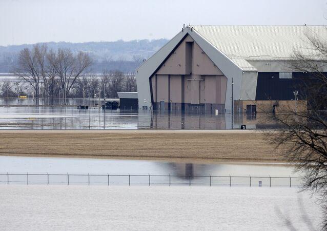 """Zalana baza wojskowa """"Offutt"""" w Nebrasce, USA"""