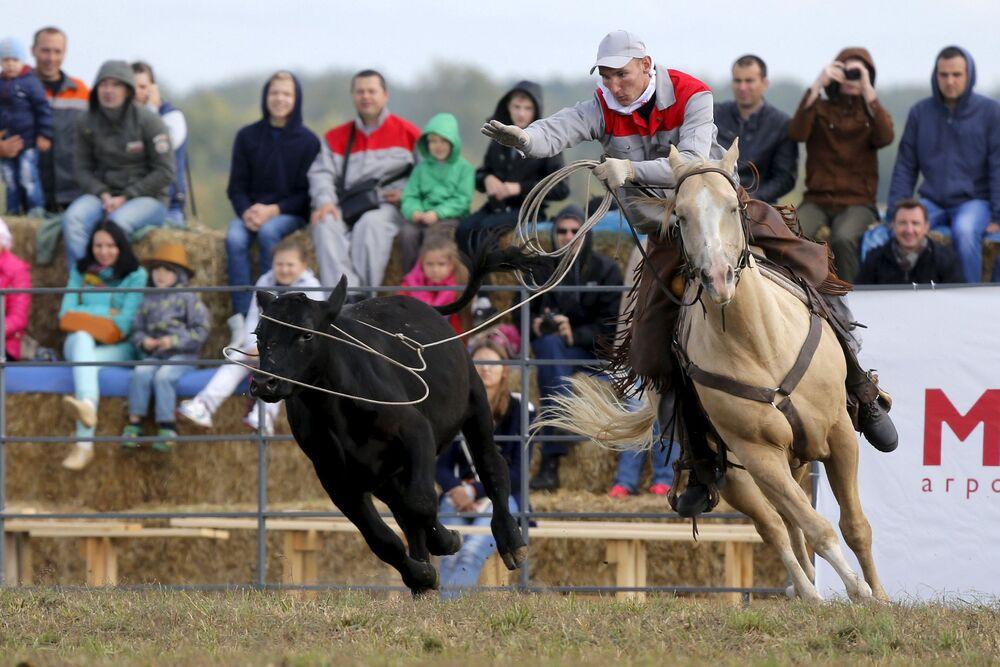 Uczestnik zawodów Rosyjskie rodeo pod Briańskiem