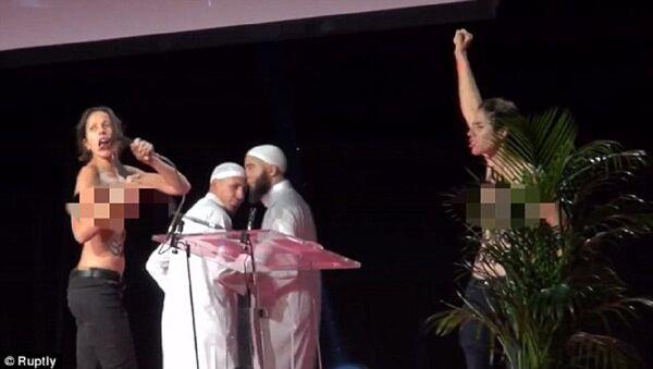 Aktywistki Femenu zostały pobite i aresztowane za zakłócenie Konferencji Muzułmańskiej - Sputnik Polska
