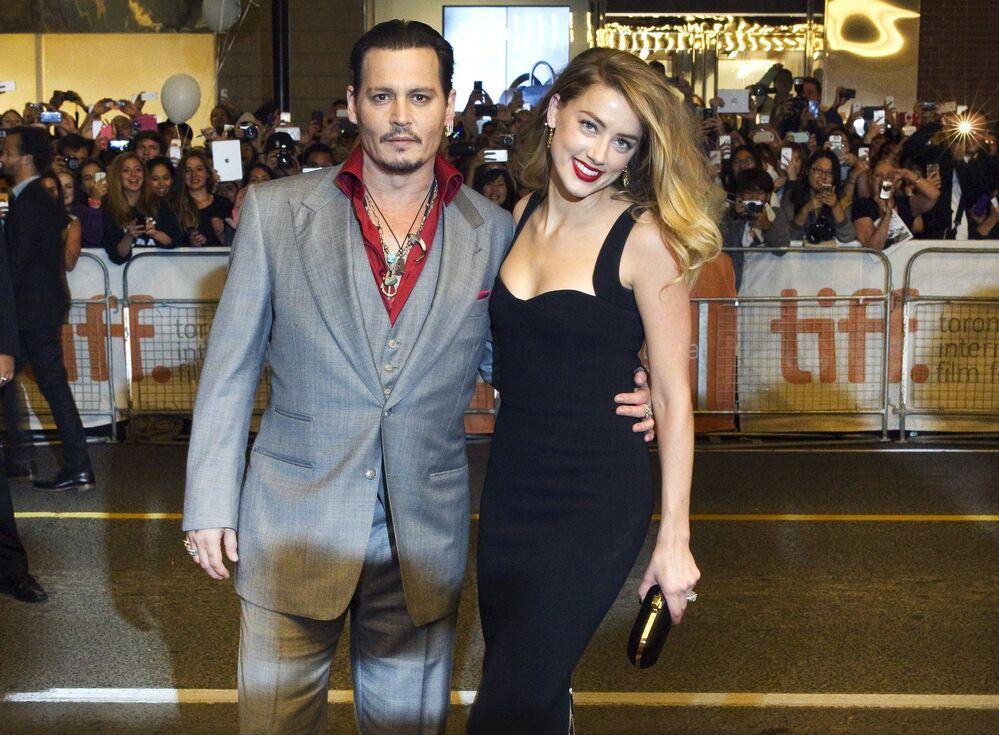 Amerykański aktor Johnny Depp z żoną aktorką Amber Heard w Toronto