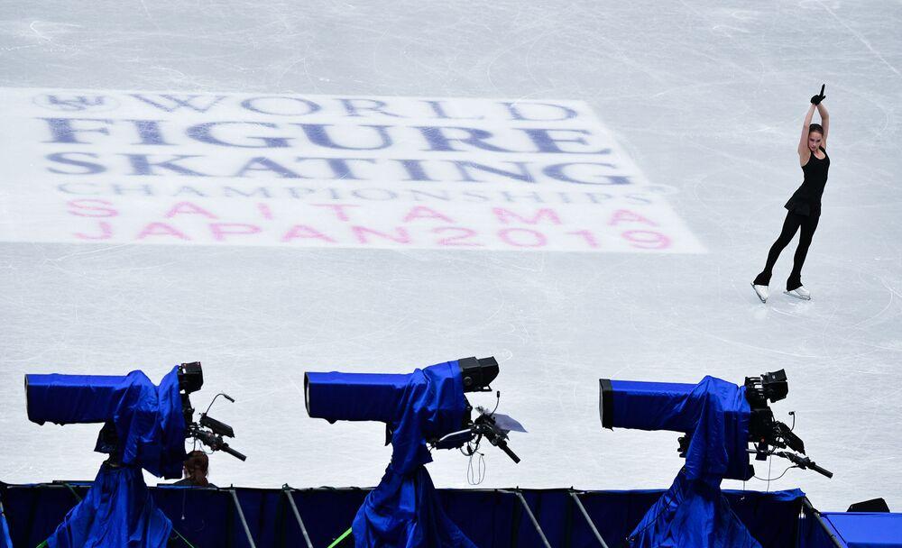 Alina Zagitowa na sesji treningowej przed Mistrzostwami Świata w łyżwiarstwie figurowym w Saitame.