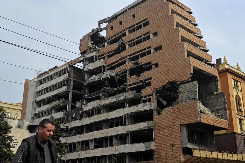 Siedziba byłego Federalnego Sztabu Wojskowego w Belgradzie zniszczona podczas nalotów NATO.