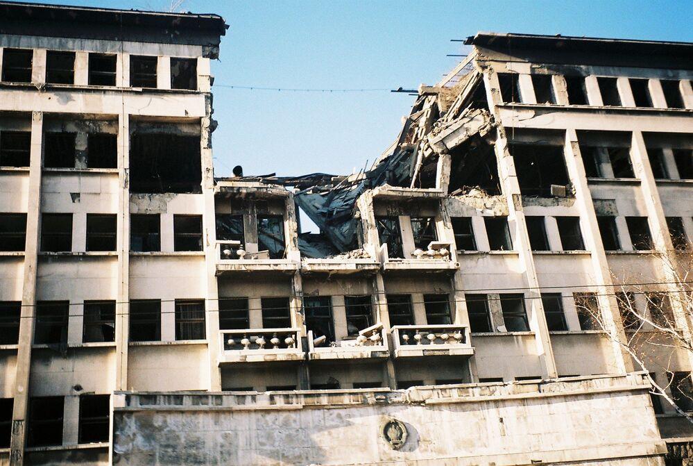 Разрушенное в результате натовской бомбардировки здание Союзного полицейского управления в Белграде