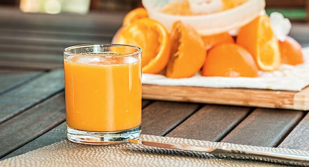 Świeżo wyciskany sok pomarańczowy