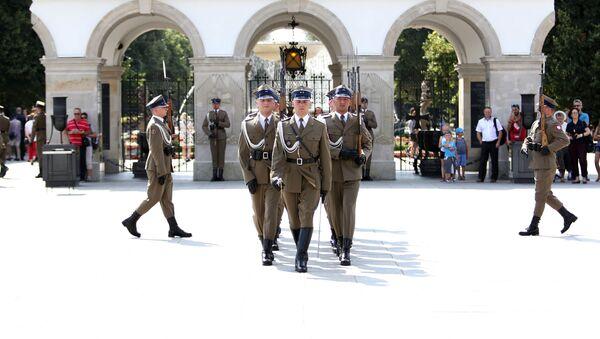 Warta honorowa przy Grobie Nieznanego Żołnierza w Warszawie - Sputnik Polska