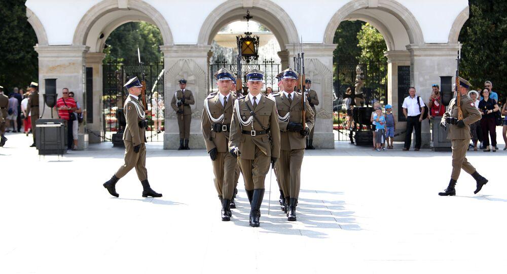 Warta honorowa przy Grobie Nieznanego Żołnierza w Warszawie