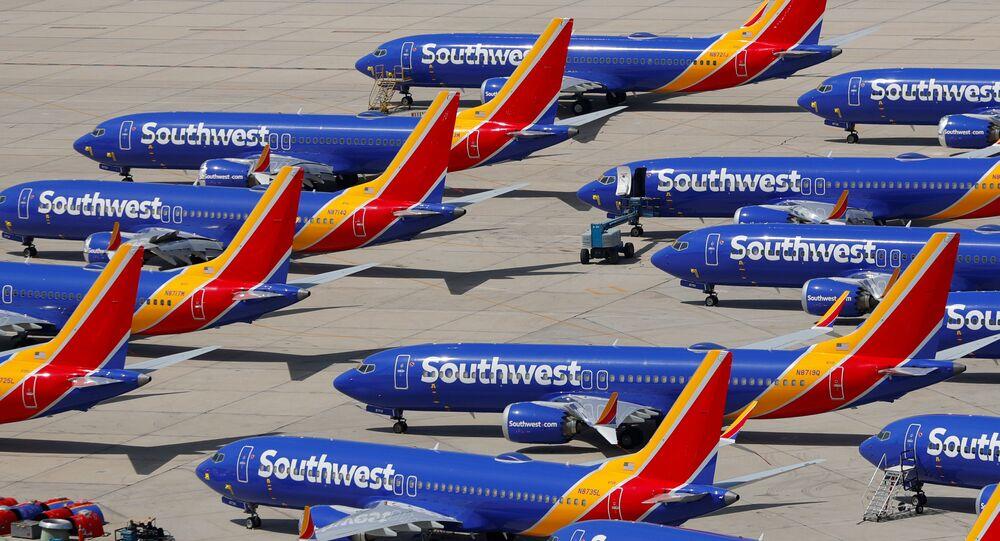 Samolot Boeing 737 MAX 8 należący do linii Southwest Airlines na lotnisku Victorville