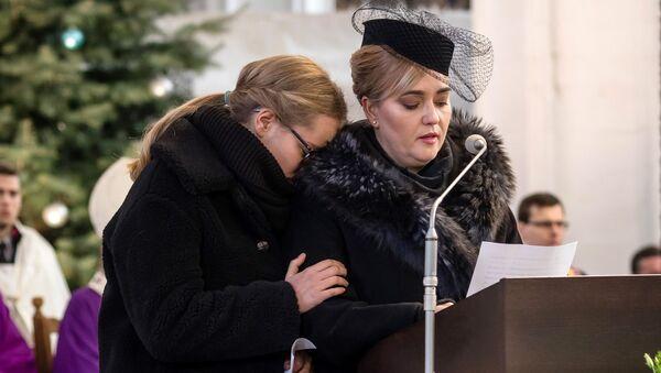 Magdalena Adamowicz i jej córka Antonina na pogrzebie Pawła Adamowicza - Sputnik Polska