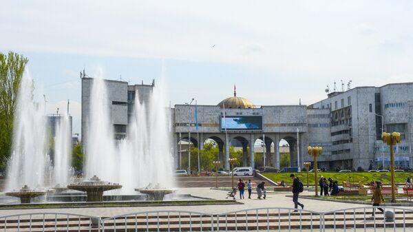 Фонтаны на площади Ала-Тоо перед зданием Агропрома в Бишкеке - Sputnik Polska