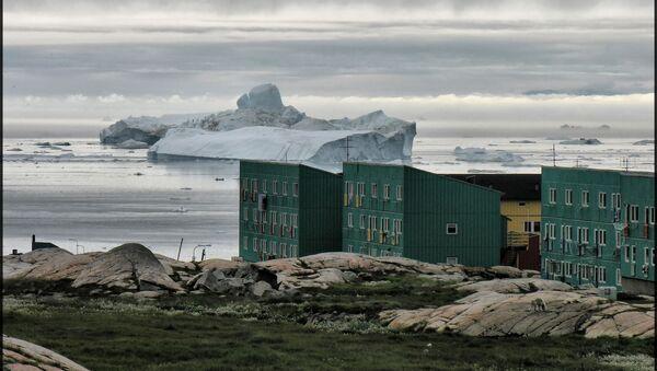 Góra lodowa odłamana od lodowca Jakobshavn w Zachodniej Grenlandii - Sputnik Polska