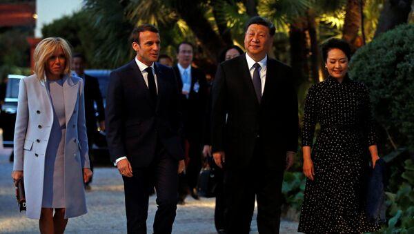 Prezydent Francji Emmanuel Macron z żoną Brigitte i prezydent Chin Xi Jinping z żoną Peng Liyuan - Sputnik Polska