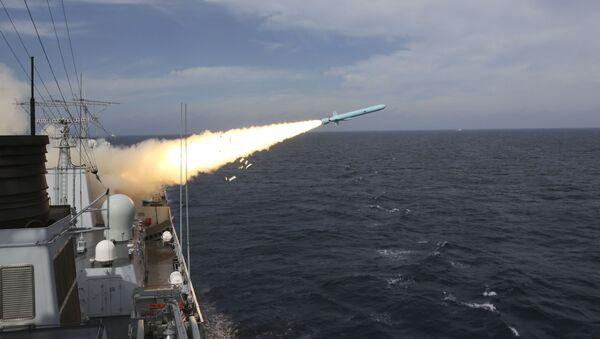 Chiński niszczyciel rakietowy podczas ćwiczeń wojskowych na Morzu Wschodniochińskim. Zdjęcie archiwalne - Sputnik Polska