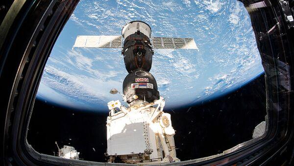 Statek Sojuz MS-12 zadokowany do MSK - Sputnik Polska