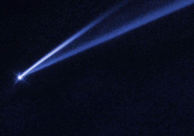 Stopniowe samozniszczenie asteroidy.