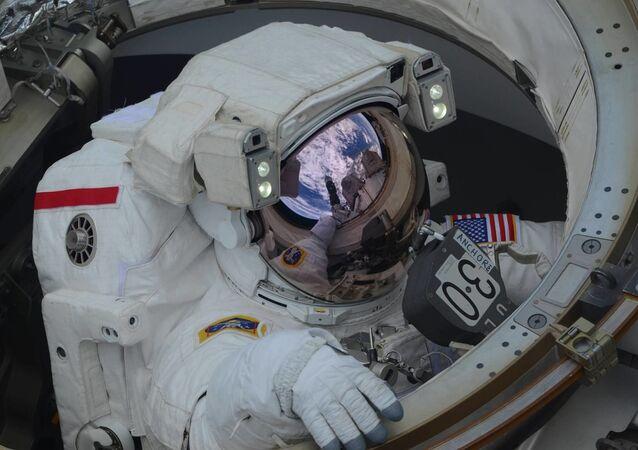 Wyjście w otwartą przestrzeń kosmiczną astronautów Anne McClain i Nick Hague.