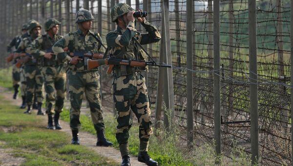 Indyjskie siły graniczne patrolują granicę Pakistanu - Sputnik Polska