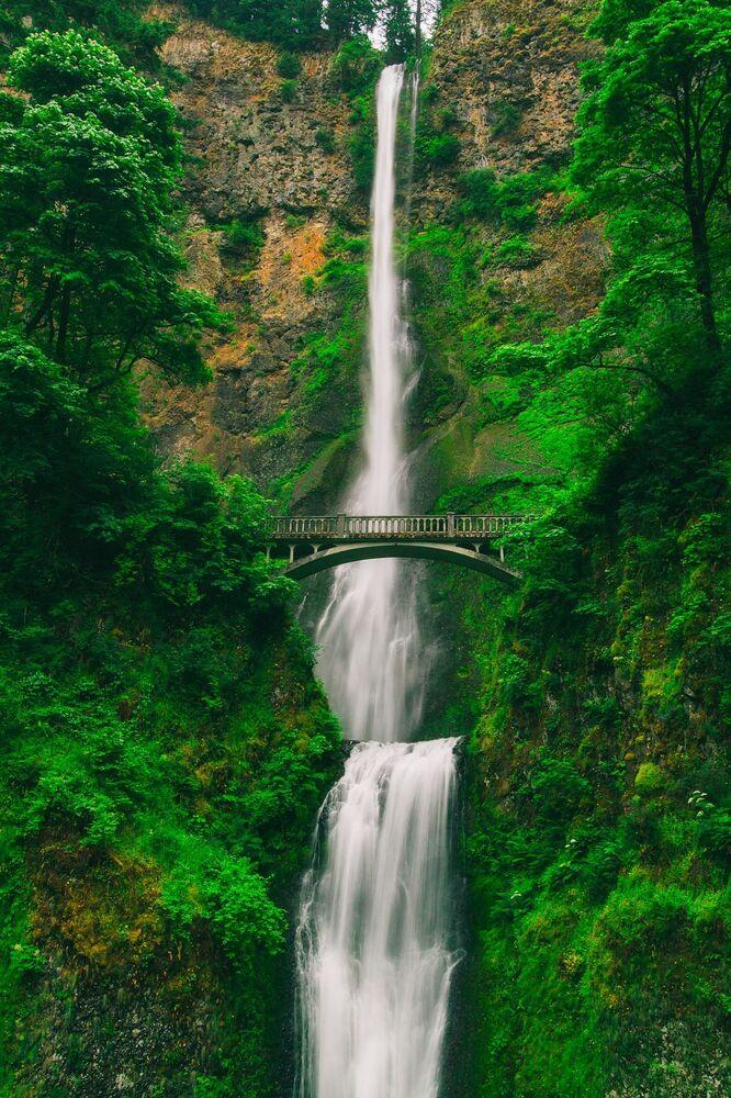 Wodospad Multnomah Falls w USA