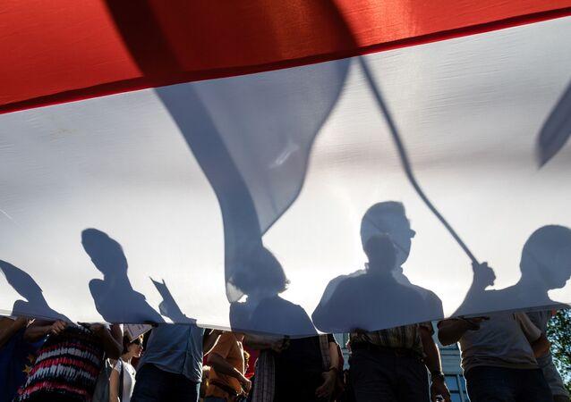 Demonstracja przeciwko reformie sądowej przed gmachem Senatu w Warszawie