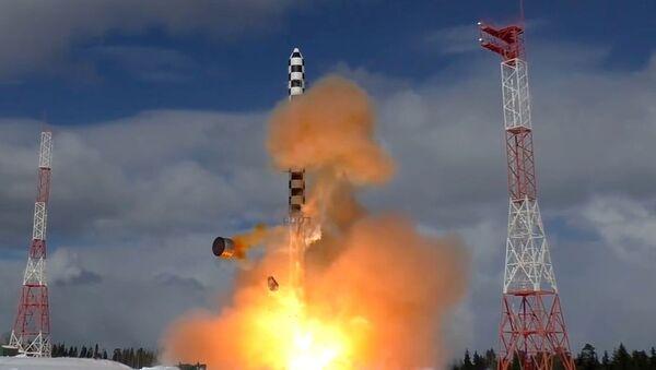 Start rakiety Sarmat z kosmodromu Plieseck - Sputnik Polska