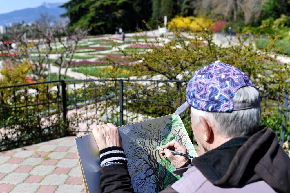 Artysta w Nikitskim Ogrodzie Botanicznym na Krymie