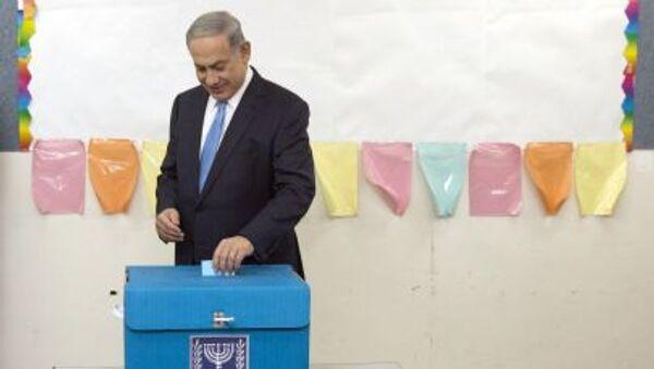 Premier Izraela Benjamin Netanjahu podczas wyborów parlamentarnych w Jerozolimie - Sputnik Polska
