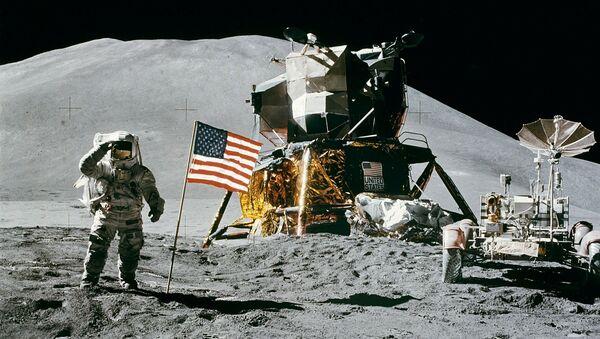 Artystyczne przedstawienie amerykańskiego astronauty na Księżycu - Sputnik Polska