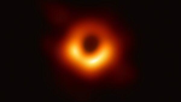 Zdjęcie czarnej dziury w galaktyce M87, wykonane przez teleskop Event Horizon Telescope - Sputnik Polska