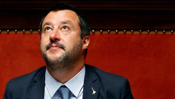 Wicepremier Włoch Matteo Salvini w czasie wystąpienia w izbie wyższej włoskiego parlamentu - Sputnik Polska