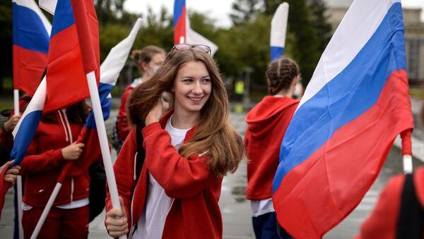 Uczestnicy święta Dzień flagi rosyjskiej w Nowosybirsku - Sputnik Polska