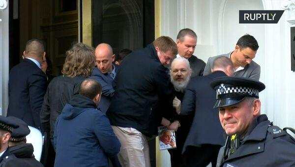Aresztowanie Juliana Assange'a w Londynie - Sputnik Polska