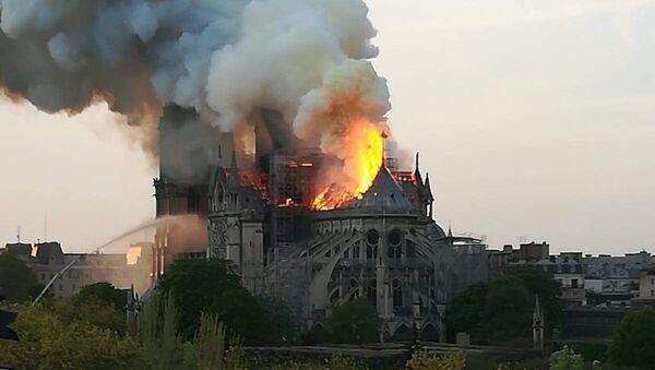 Pożar w Notre Dame - Sputnik Polska