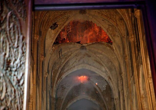 Pożar w Notre Dame w Paryżu