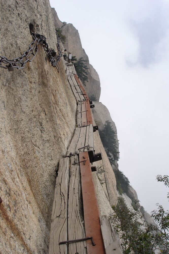 Wąski szlak górski  Thousand feet w chińskiej prowincji Shaanxi