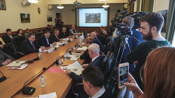 Okrągły stół w siedzibie fundacji Russkij Mir w Moskwie - Sputnik Polska