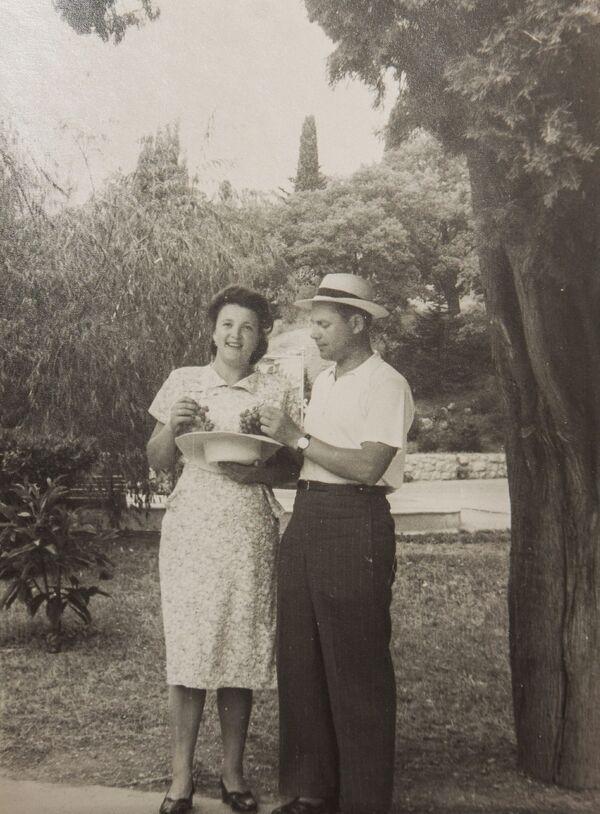 Bohater Związku Radzieckiego Aleksandr Siłantjew z żoną - Sputnik Polska