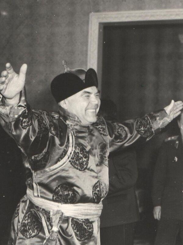 Minister obrony ZSRR Rodion Jakowlewicz Malinowski w Mongolii, 1961 rok - Sputnik Polska