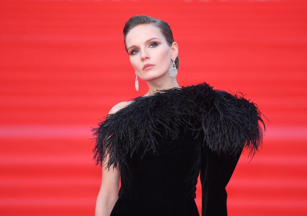 Aktorka Mariya Fomina na otwarciu Moskiewskiego Międzynarodowego Festiwalu Filmowego