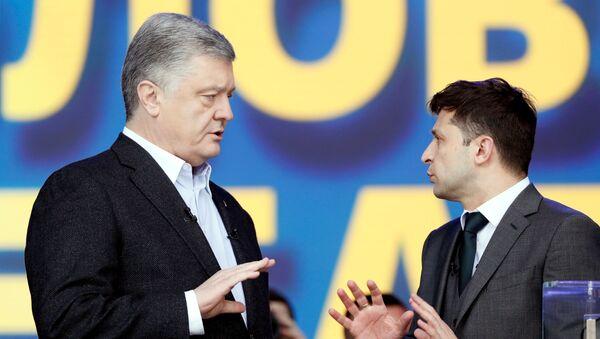 Petro Poroszenko i Wołodymyr Zełenski podczas debaty - Sputnik Polska