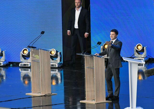 Wołodymyr Zełenski podczas debaty na stadionie Olimpijski w Kijowie