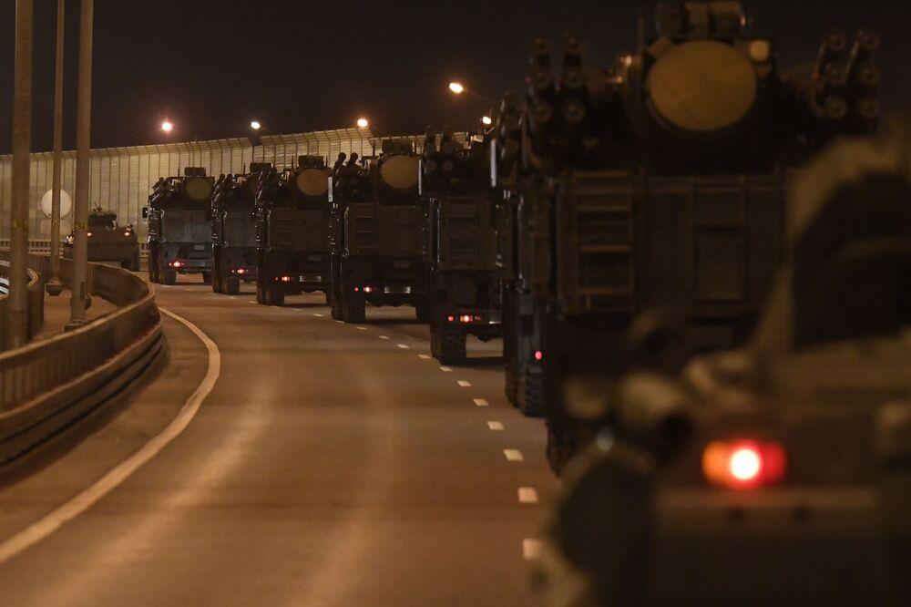 Przegrupowanie pojazdów wojskowych do Moskwy z okazji parady 9 maja