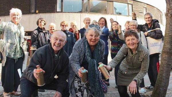 Emerytowani Szkoci zostali uczestnikami festiwalu sztuki ulicznej Nuart Aberdeen - Sputnik Polska