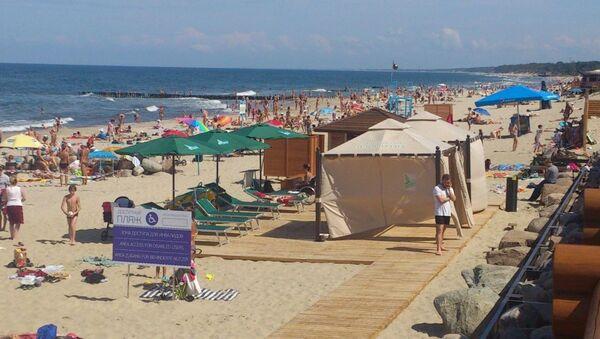 Plaża dostosowana do potrzeb niepełnosprawnych w miejscowości Jantarnyj w obwodzie kaliningradzkim - Sputnik Polska