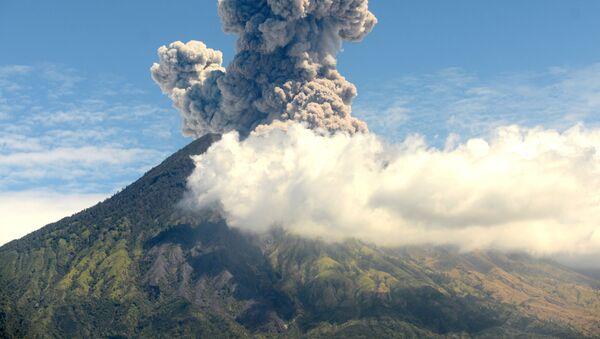 Erupcja wulkanu Agung na Bali, Indonezja - Sputnik Polska
