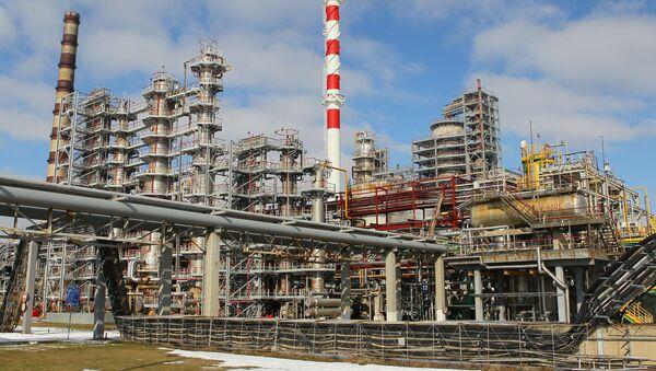 Zestaw do krakingu katalitycznego w rafinerii ropy naftowej w Mozyrzu - Sputnik Polska