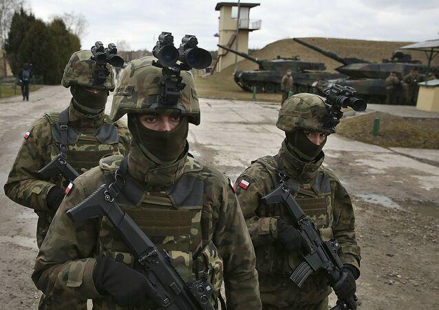 Polscy wojskowi na ćwiczeniach NATO w okolicach Warszawy