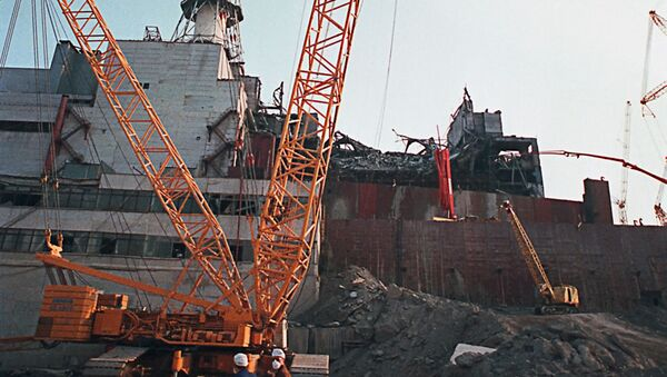 Burzenie ściany 4. awaryjnego bloku energetycznego Czarnobylskiej Elektrowni Jądrowej - Sputnik Polska